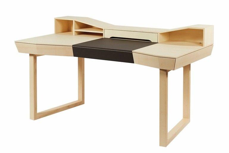 Schreibtisch in Ahorn und Linoleum von Pascal Müller.