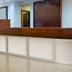 Reception_area_with_reception_desk_in_modern_hotel_