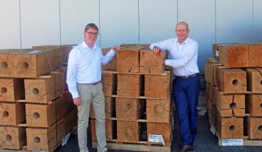 Der neue IPM-Vorsitzende Holger Hanhardt (l.) und Bernhard Hartmann, Geschäftsführer der Möbelwerke Hartmann
