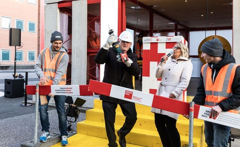 Swissbau_2020_ _Eroeffnungsfeier_ _Ribbon_Cut_ _Hans_Stoeckli,_Staenderatspraesident