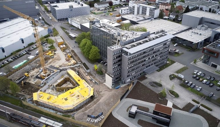 Schueco_Jahresbericht_2018_SchuecoOne_Luftaufnahme.jpg