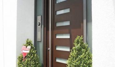 Sikkens-Wood-Coatings-Haustuer-011544_ret_kl.jpg