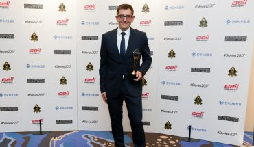 Stevie-Awards-Preisverleihung-Carles-Tortwww.jpg