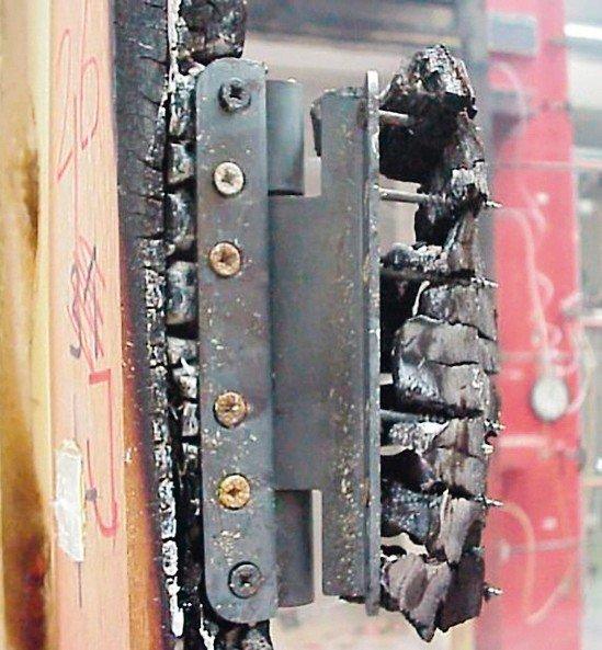 Tuerband-nach-Brandversuch-IFT.jpg