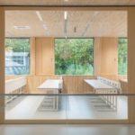 Das roh und unbehandelt anmutende Holz hält dem Studien- und Laboralltag stand Foto: Universitätsbauamt/team bildhübsche fotografie