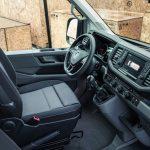 VW-Crafter-Cockpit-mit-Schwingsitz.jpg