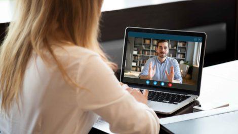 Videokonferenz-mit-Tablet