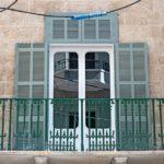 Typisch Beirut: viele Altbauten haben Balkone mit abgerundeten Türfenstern Foto: Erol Gurian