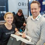 Shaper Origin, dds-Gewinnspieluebergabe auf der Messe