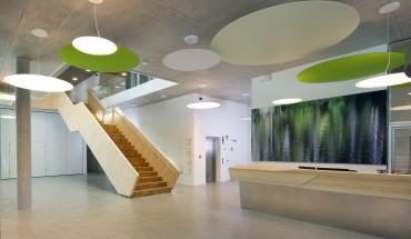 Die Eingangshalle des neuen Kommunikationscenters von Schmalz in Glatten im Schwarzwald