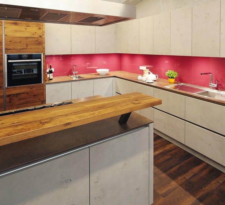 Holz und Imi-Beton prägen die Gestaltung dieser Personalküche Foto: Otto Ebersberger GmbH & Co. KG