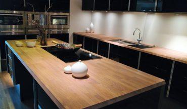 Modern_clean_design_trendy_kitchen_with_black_wooden_elements_