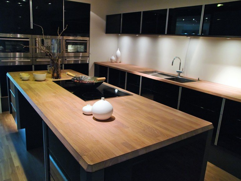 Modern_clean_design_trendy_kitchen_with_black_wooden_elements_