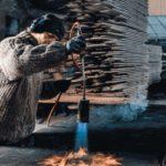 Stefan Knopp veredelt Holz durch thermische Behandlung